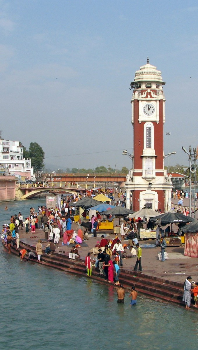 Clock-Tower-At-Har-ki-Pauri-Haridwar-India-1600x1200