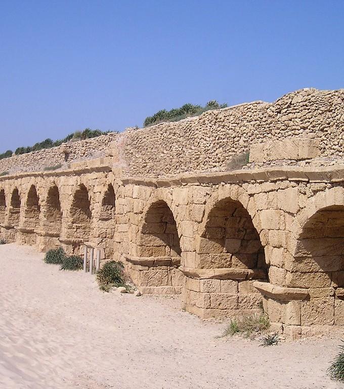 Acueducto Romano en Cesarea, Israel.