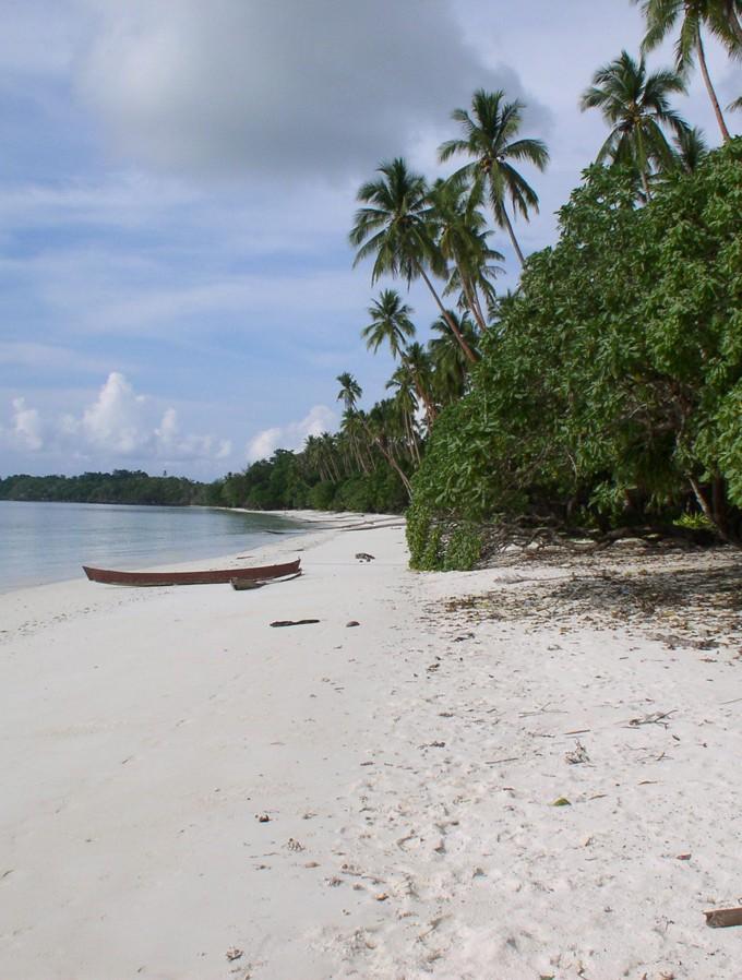 plyazh-ostrova-kej-kechil-v-indonezii-04